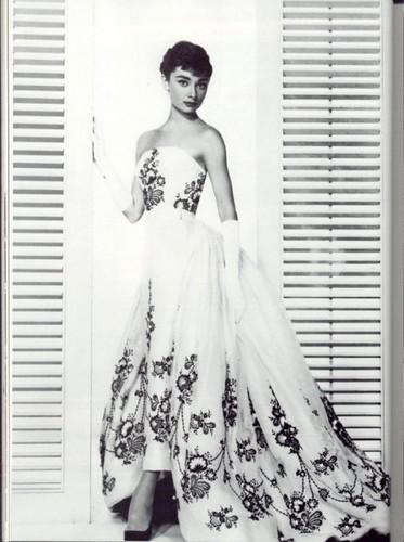 Черное свадебное платье – несколько необычных вариантов