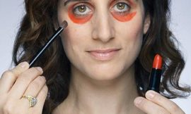 Красно-оранжевая помада поможет избавиться от темных кругов под глазами?