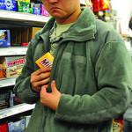 Кто ворует и ест еду в продуктовых супермаркетах?