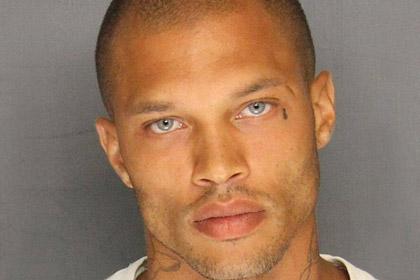 Внешность обманчива: красивый преступник стал звездой в Facebook