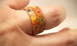 Как сделать очень необычное кольцо из набора цветных карандашей
