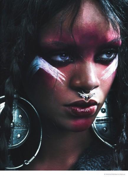 Рианна в перьях, мехе и боевом гриме в образе дикарки для съемок сентябрьского W Magazine