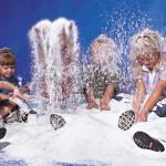 Как сделать искусственный снег для ребенка и как не нужно его делать ни в коем случае