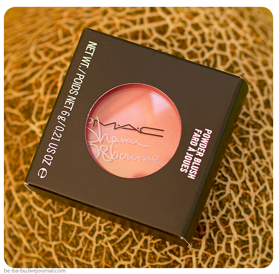 Румяна MAC Sharon Osbourne Powder Blush Peaches & Cream. Отзыв, обзор, свотчи