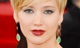 Как носить темную глянцевую помаду: варианты знаменитостей