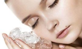 Почему не стоит протирать лицо кубиками льда