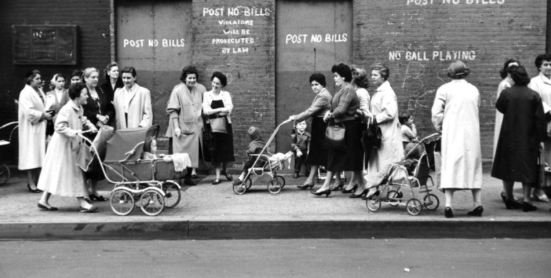 Мамы 50 лет назад: материнская любовь в разных странах мира