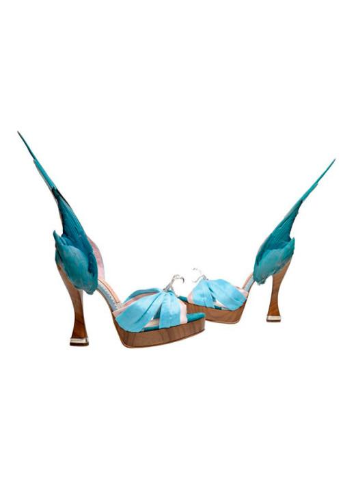 Удовольствие и боль: туфли, в которых неудобно ходить, собрали в одном месте