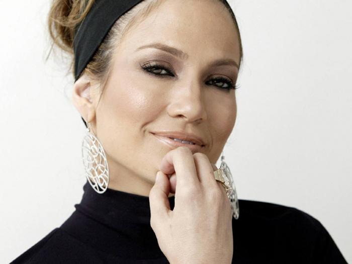 Дженнифер Лопес даже без макияжа и с сединой выглядит лучше многих