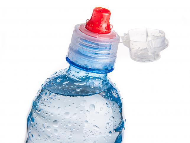 Почему пластиковую бутылку можно использовать только один раз