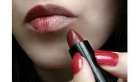 Помады нескольких оттенков на женщинах с кожей разного тона: есть ли разница?