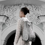 Необычные аксессуары: сумки в виде барельефов