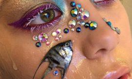 Российский визажист использовала как аксессуар для макияжа дохлую рыбу