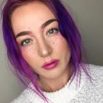 Новый тренд в макияже: разноцветные веснушки