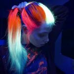 Новый тренд: светящиеся в темноте волосы