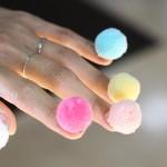 Ногти с помпонами: еще один безумный нейл-тренд