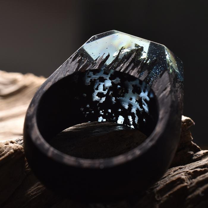 Удивительные кольца с заснеженными горами внутри