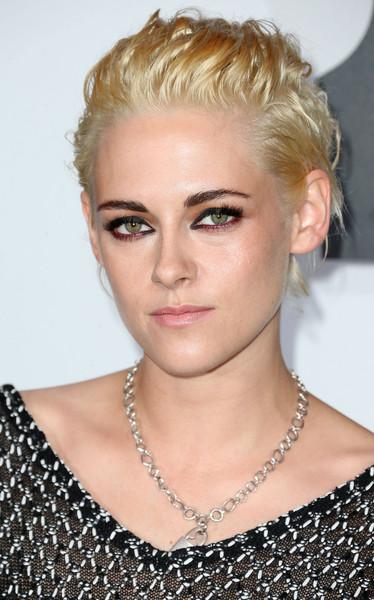 Избавляться ли от желтизны после окрашивания в блонд: пример Кристен Стюарт