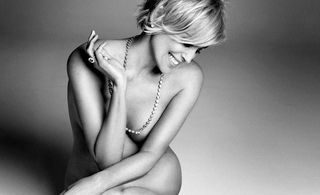 Лина Данэм как есть в рекламе нижнего белья против обнаженной Шарон Стоун после обработки фотошопом