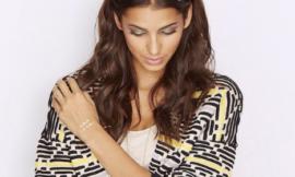 Как просто и эффектно украсить прическу к Новому году: флеш-тату на волосах