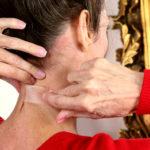 Безумные бьюти-гаджеты: как убрать морщины на шее при помощи липкой ленты