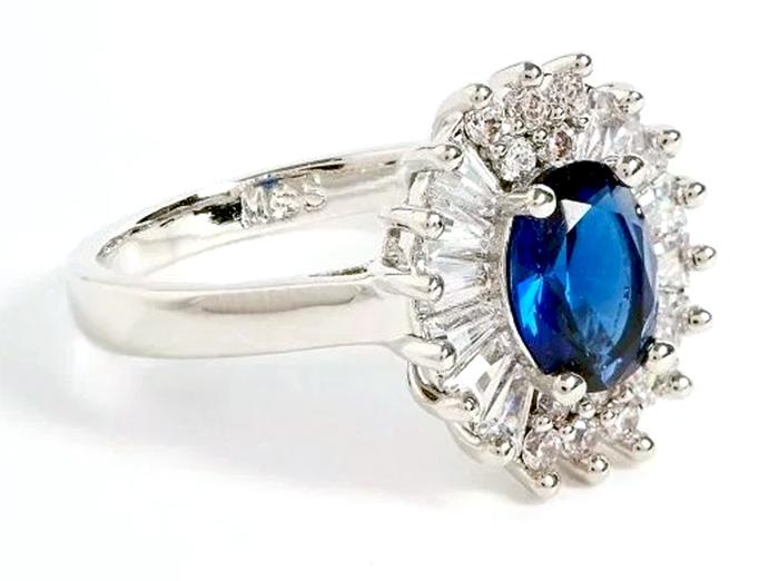 Копия помолвочного кольца Кейт Миддлтон продается за 1500 рублей